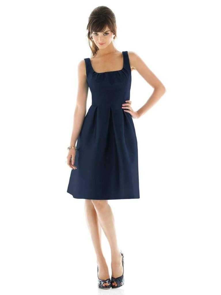 Robe bleu marine, avec quels accessoires la porter ?1