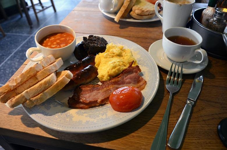 Le vrai petit déjeuner anglais dans vos assiettes 3
