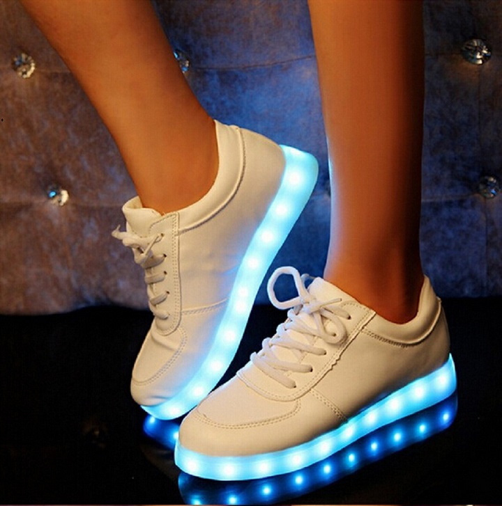 chaussure led la tendance des chaussures lumineuses. Black Bedroom Furniture Sets. Home Design Ideas