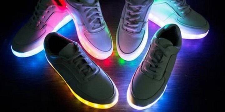 chaussure led la tendance des chaussures lumineuses. Black Bedroom Furniture Sets. Home Design Ideas